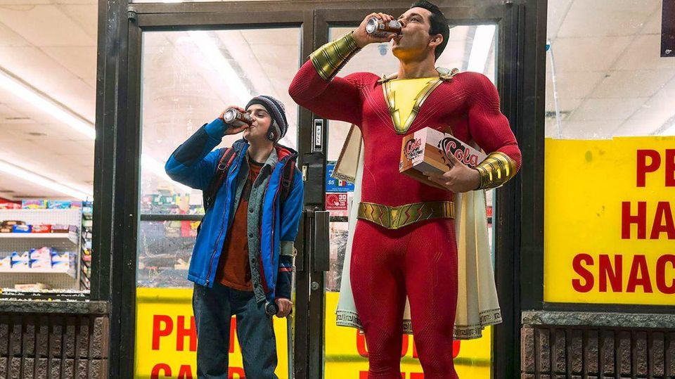 https___blogs-images.forbes.com_scottmendelson_files_2018_07_Shazam-movie-official-costume-image-cropped-1200x674